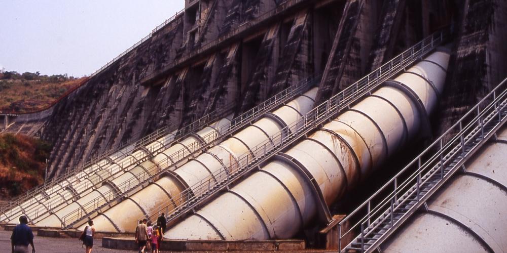 Das veraltete Wasserkraftwerk Inga I Foto: Dan Kamminga unter cc-by-sa, 2004