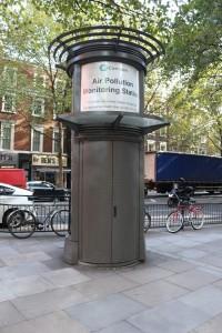 Unübersehbar, und doch kaum beachtet – Umweltbelastung in London, die Messstation an der Shaftesbury Avenue